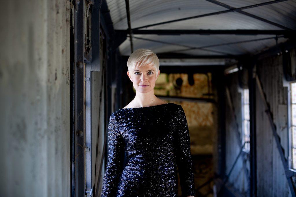 Fotos von Julia Sophie Wagner auf der Bühne, vor der Kamera, in Probensituationen und bei inszenierten Photoshootings